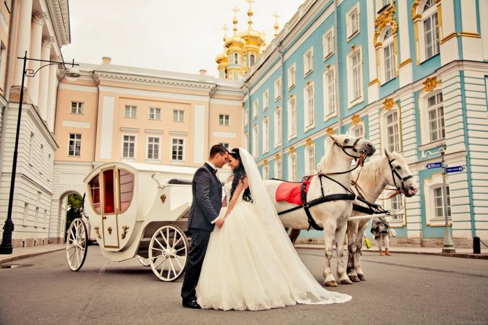 Самые необычные свадебные кортежи