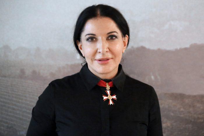 Марина Абрамович и ее неординарные перфомансы