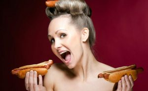 Как производят сосиски и колбасу?