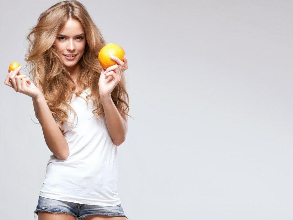 девушка с апельсином