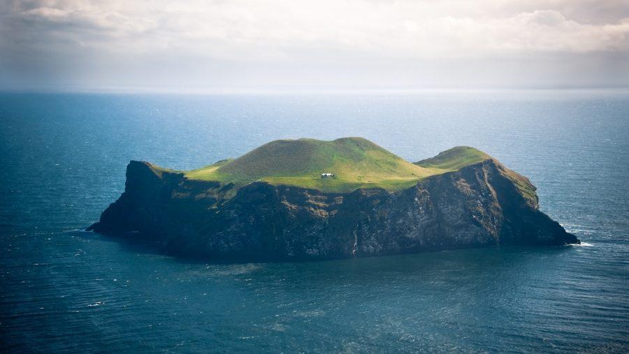 одинокий остров в исландии