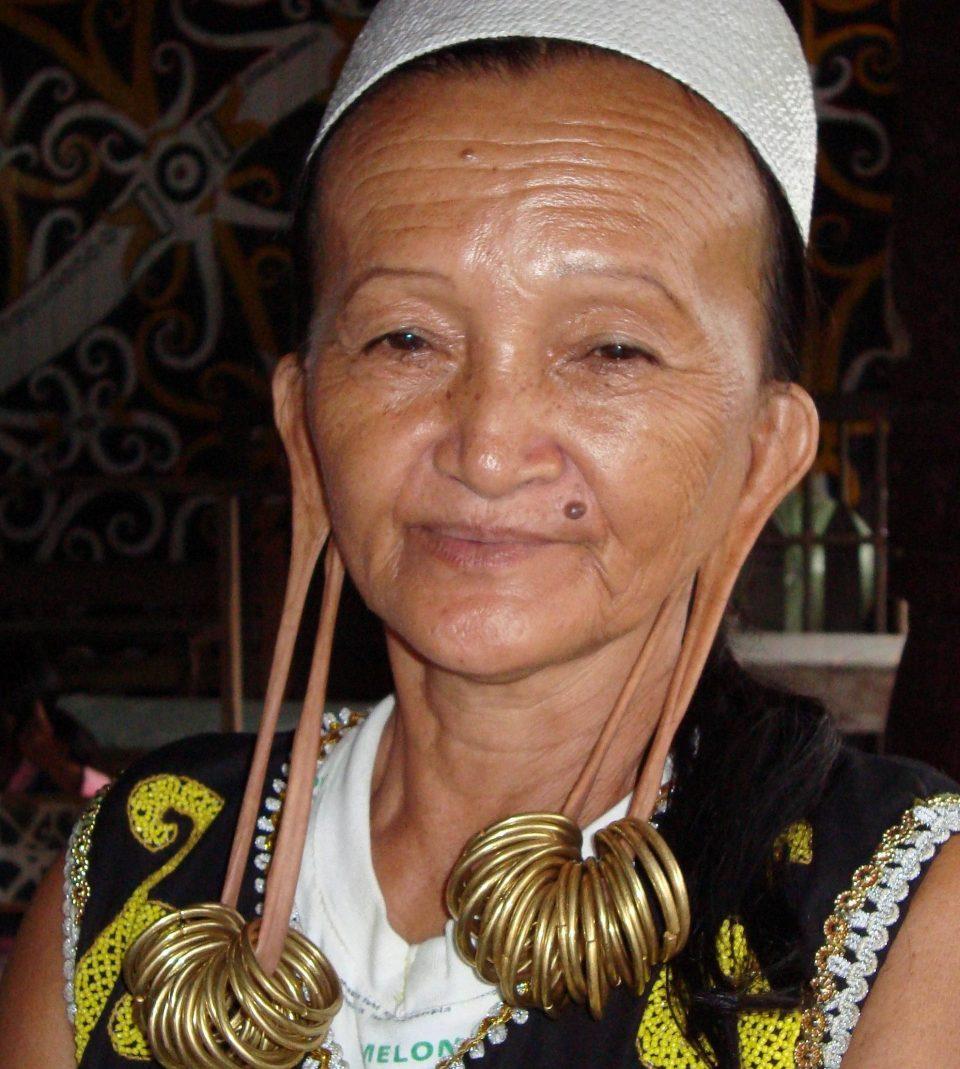 красота. Борнео. женщины племени дани-каян