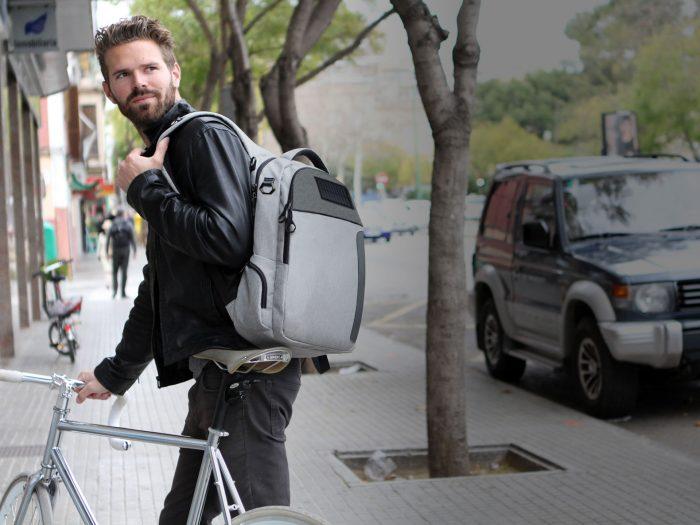 Lifepack — противоугонный рюкзак с солнечными батареями