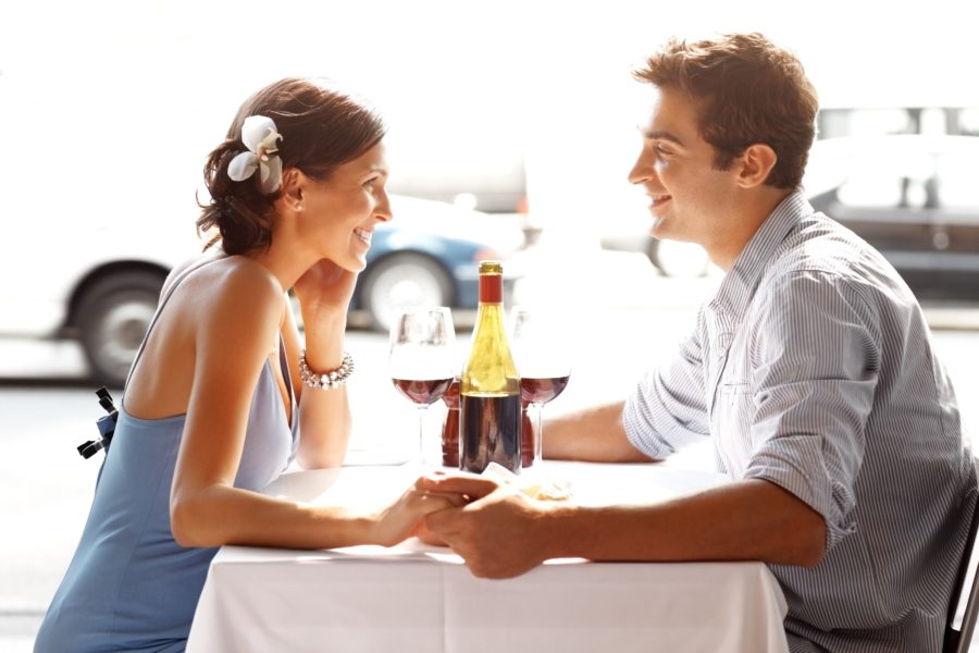 свидание в кафе