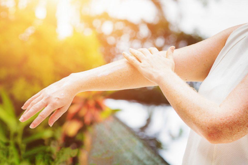 Обязательно ли пользоваться солнцезащитными средствами?