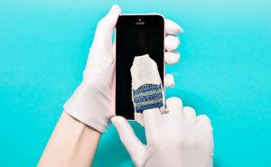 Как удалить царапины с экрана телефона своими руками?