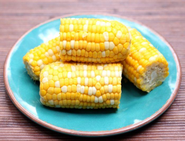 Лайфхак: готовим кукурузу в микроволновке быстро