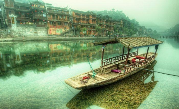 Фэнхуан – «дрейфующий» город в Китае