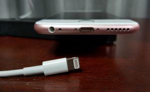 Как зарядить телефон, если зарядка сломана?