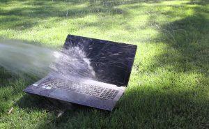 Что делать, если вы пролили жидкость на ноутбук?