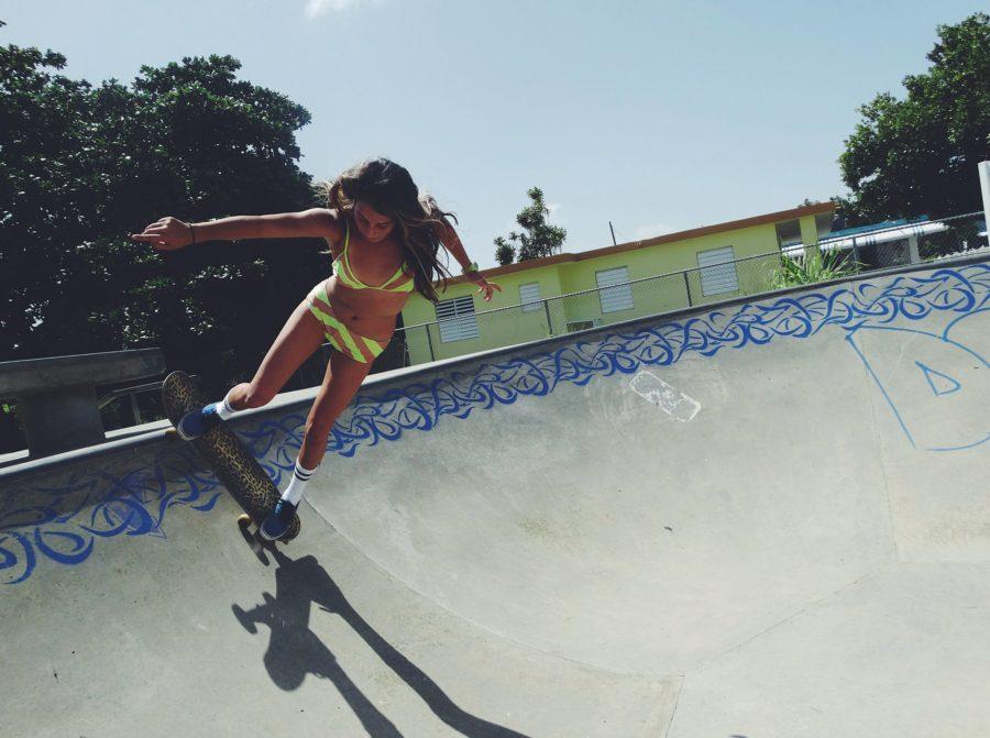 девушка скейтбордист