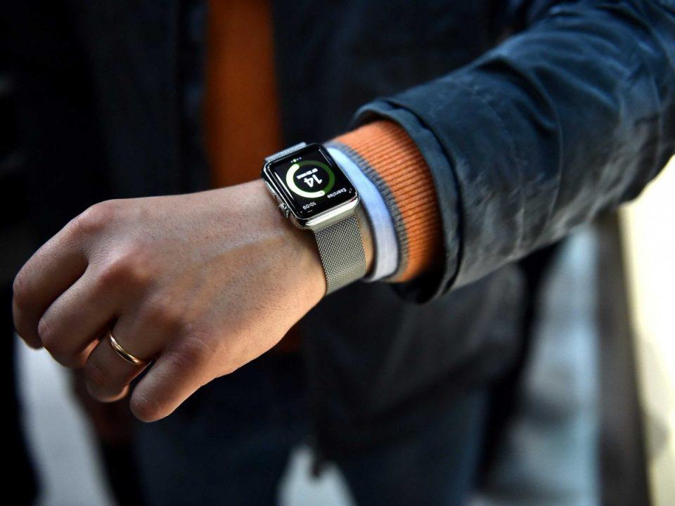 На руке часы наручные наручные часы breitling 1884
