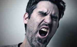 Почему мы зеваем и для чего человеку необходимо зевать?
