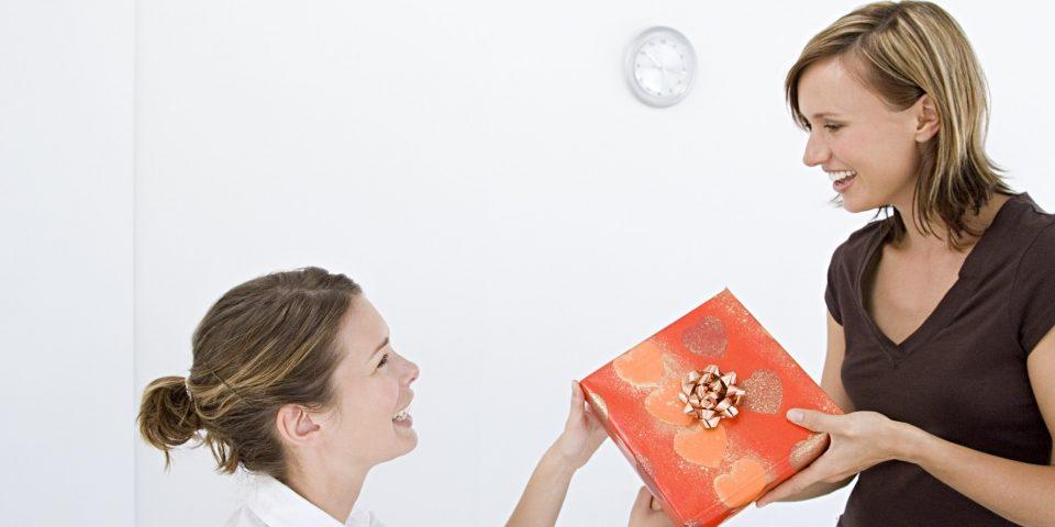 Что подарить на Новый год 2017 коллеге