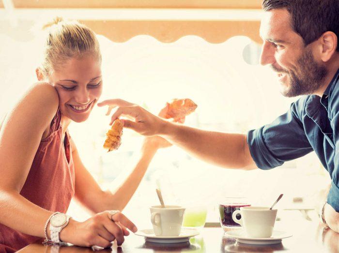 Как девушке понять нравиться ли она парню? 8 безошибочных признаков симпатии