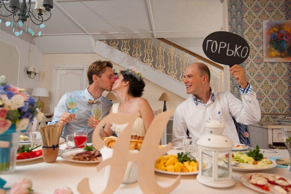 Почему принято кричать «горько» на свадьбе
