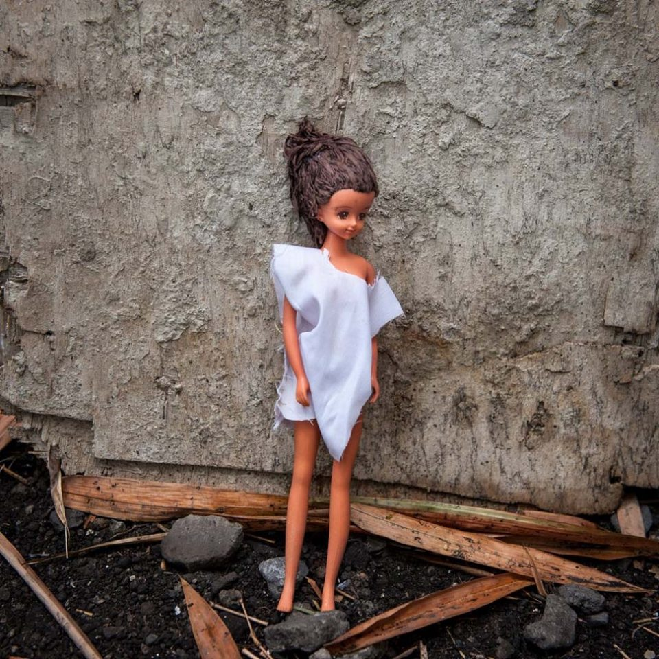 нашел куклу