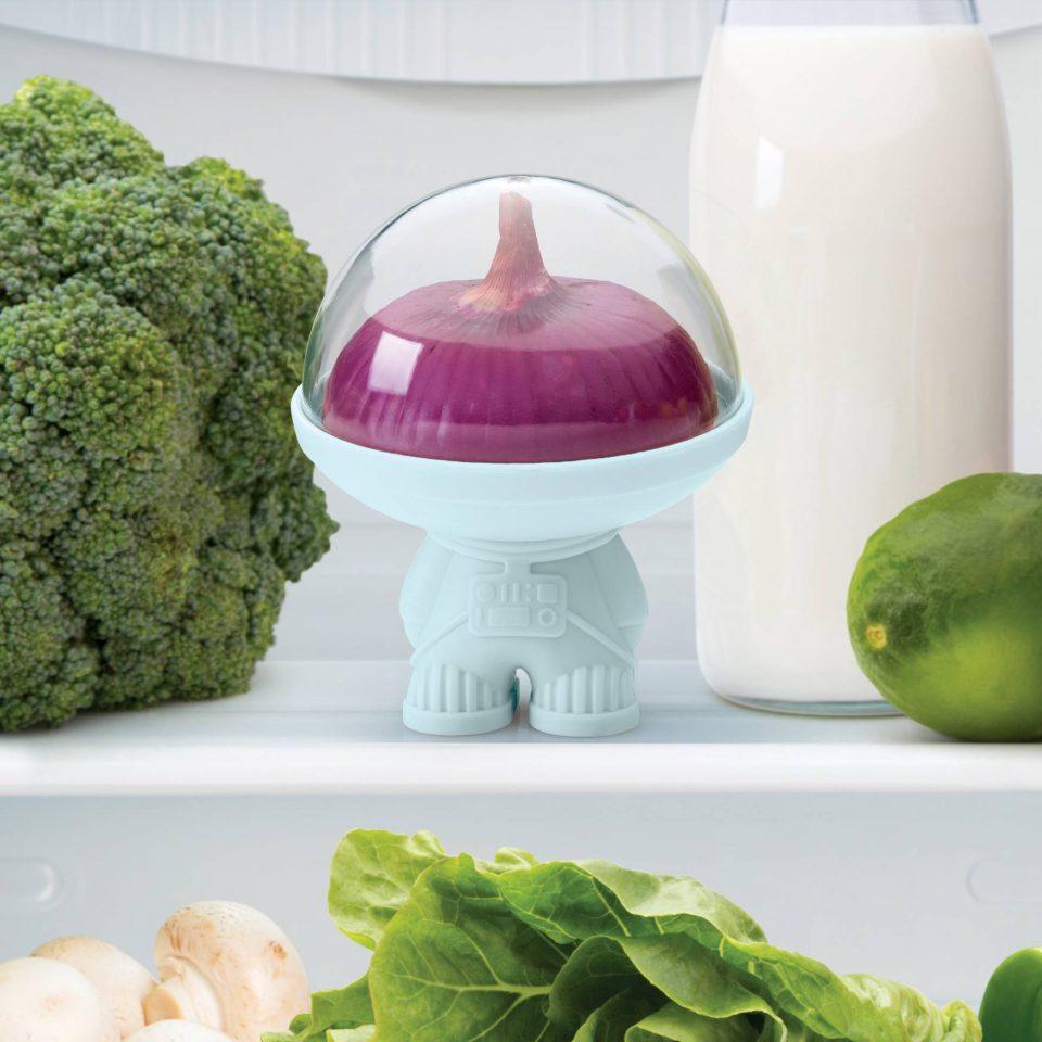 Астронавт-хранитель фруктов и овощей