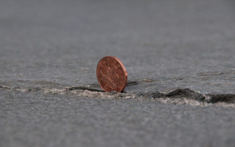 нашел монету