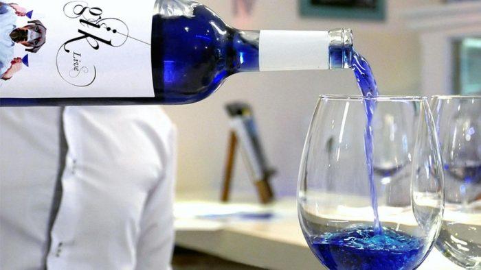 Невероятно, но факт: появилось первое в мире синее вино