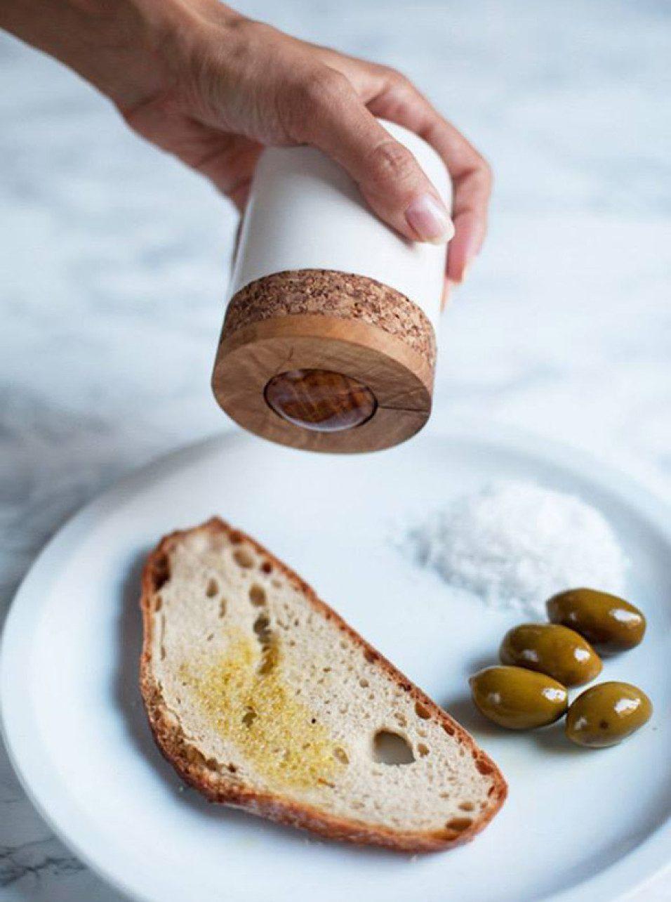 Роликовый диспенсер для оливкового масла