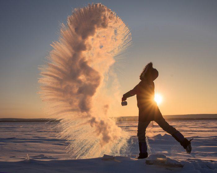 Удивительная и странная физика кипящей воды и морозного воздуха
