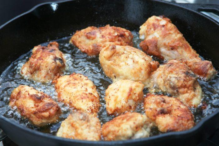 Лайфхаки, как быстро избавиться от запаха жарки на вашей кухне