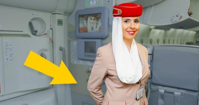Почему стюардессы всегда держат руки за спиной?