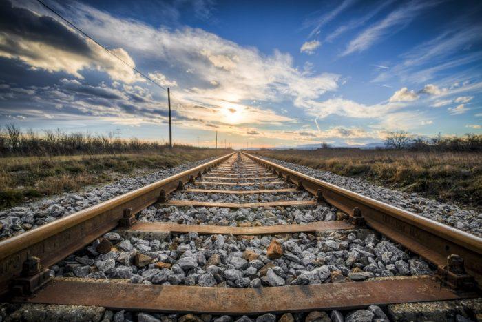 Вы никогда не задумывались, для чего нужны камни вдоль железнодорожных путей?