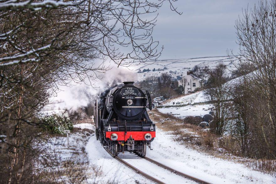«Летающий Шотландец» в снегу в Ирвелл Вейл, Великобритания