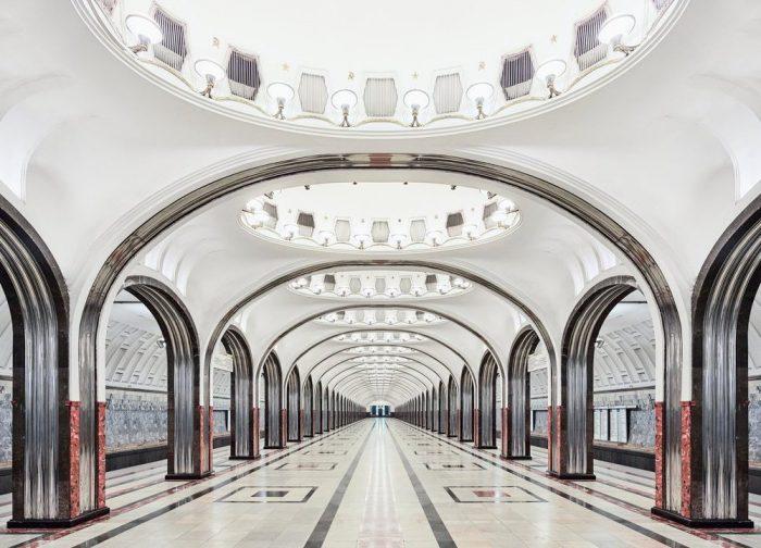 Как выглядят станции Московского метро, когда в них нет людей
