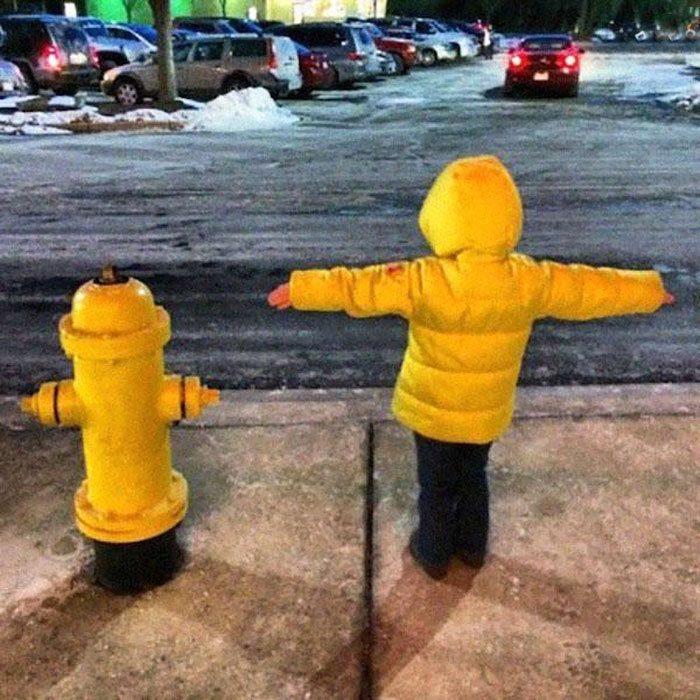 Мальчик или пожарный гидрант