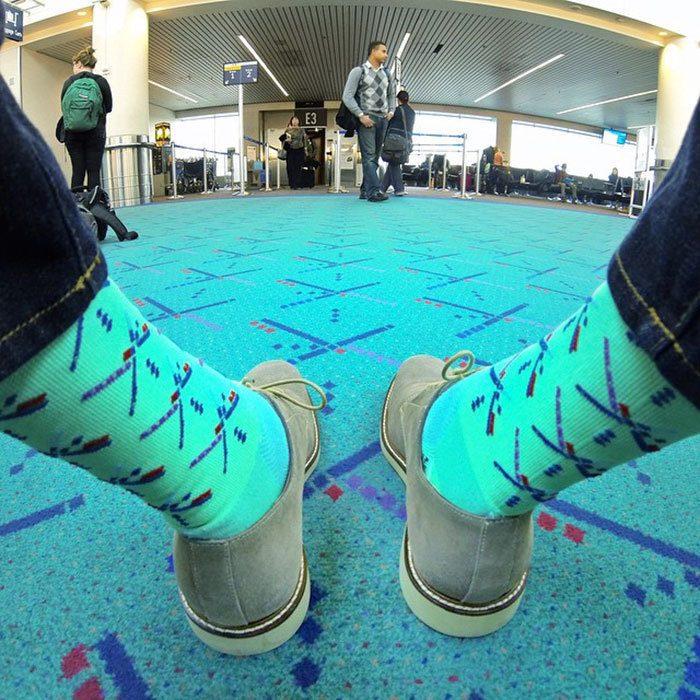 Этот человек или пол в аэропорту