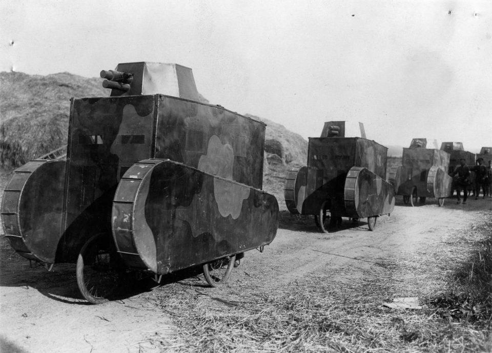1928г. Картонные немецкие танки-муляжи на учениях.