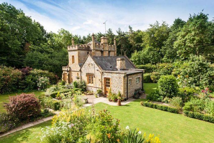 На продажу выставлен маленький замок в Англии по цене квартиры-студии в Лондоне